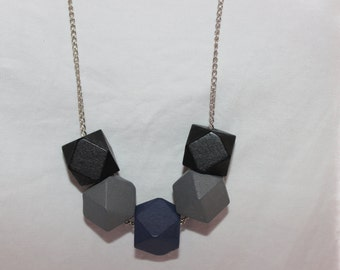 Wooden geometric necklace with chain
