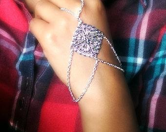 Silver Geometric Slave Ring, slave bracelet, ring bracelet, hipster bracelet, slave bracelet, slave ring, body jewelry, leg chain