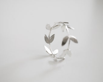 Silver Foliage ring. Leaf, Branch, Botanical, Garden, Nature jewelry.