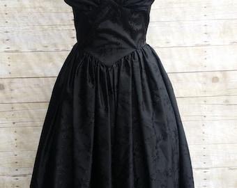 tea length black dress party graduation princess waist built in crinoline flattering fitted bodice black satin floral jacquard size small