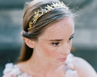 Golden headpiece for a boho bride, headband in gold with  leaves and diamonites, woodland wedding,autumn bridal accessory, floral crown