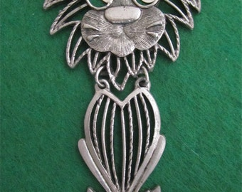 Wonderful & Unique 1970's Silver Tone Seated Lion Necklace - Free Shipping