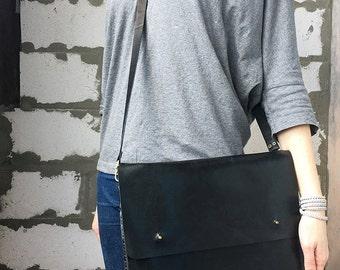 Black leather macbook bag Personalize laptop bag Leather macbook case Mens crossbody bag Black leather laptop bag Black leather shoulder bag