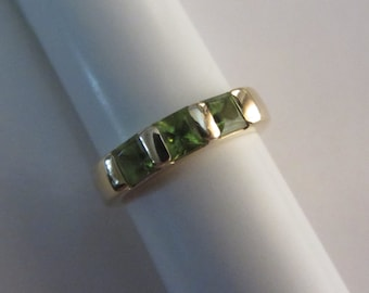 14k Gold Princess Cut Peridot Ring - Sz 6.25-6.5 - 3.64g