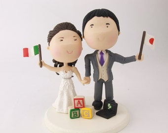 Couple with flags, Italian bride and Japanese groom. Wedding cake topper. Wedding figurine.  Handmade. Fully customizable. Unique keepsake