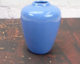 The Pigeon Forge Pottery // Pigeon Forge Blue Bud Vase // Vintage Pottery // Blue Flower Vase // Vintage Home Decor // Cottage Decor