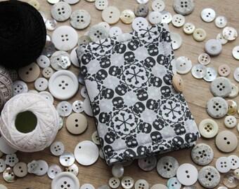black white SKULLS needle book/ b&w skulls needlebook/ needle case for rocker girl/ travel size needle organiser/ fully equipped sewing kit