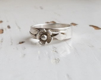Daisy Flower Ring, Sterling SilverDaisy Ring, Wide Band, Stackign Ring, Hallmarked, Size S