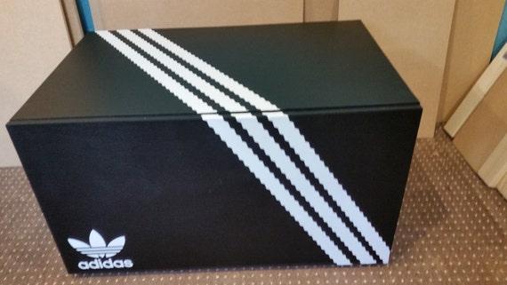 A Adidas boite Chaussure Geante Boite Adidas nOP0wk