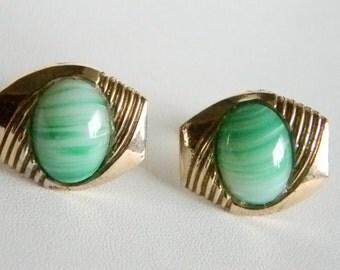 Men's Vintage Gold Tone Green Swirl Glass Centers Cuff Links