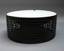 JOSEF HOFFMANN fruit bowl . BIEFFEPLAST re-release . Black and white . Enamelled metal . Rare . Vintage Années 80