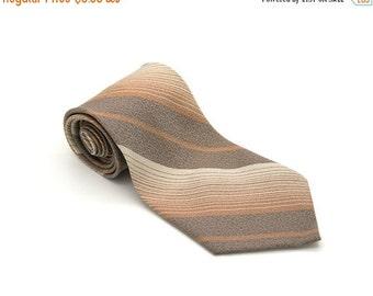 ON SALE Vintage striped polyester tie. Beige necktie. Wide necktie by Carter.