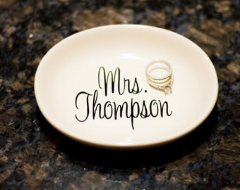 Personalized Ring Dish - Gift for Bride - Wedding Gift - Mrs Ring Dish - Custom Ring Dish - Bridal Shower Gift - Bridesmaids Gift