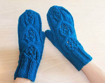 Womens knit mittens with arched design