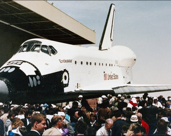 24x36 Poster . Space Shuttle Endeavour, (Ov) 105, Rollout Ceremony