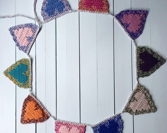 Reversible Hearts Banner CROCHET PATTERN, Colorful Crochet Hearts Garland Pattern, Home Decor, Valentine Decoration, Crochet Baby Bunting