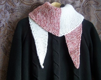 Hand-knitted triangular scarf 130 x 30 cm