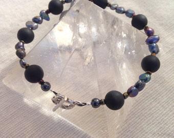 Shungite Nights. Sterling silver pearl bracelet.