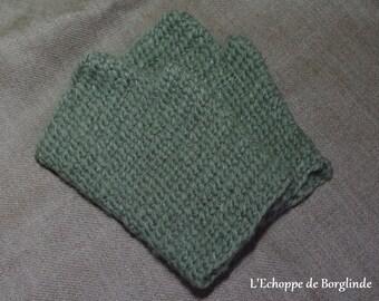 Nalbinding mittens for viking reenactment - pure wool naturally dyed (green)