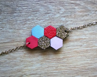 Bracelet Heva, leather and glittery fabric of hexagonal form, 14 carat gold, coral, blue, pink, gold