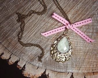 White Stone Necklace ~1 pieces #100409