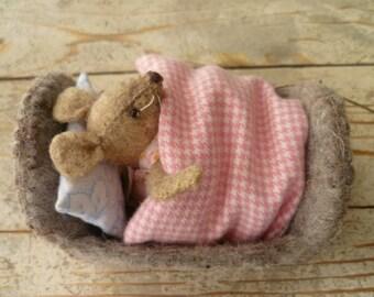 "Felt kit ""Boy or girl mouse in little cot"""