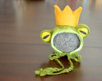 Newborn Felted Frog Set with hat, crown, dragonfly stuffy ; MADE TO ORDER; hand felted; newborn photography prop