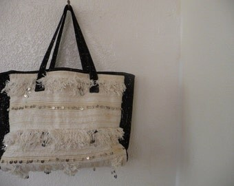 Beautiful  oversize tote with handira and suede