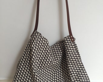 Large shoulder / across the shoulder geometrical tote bag