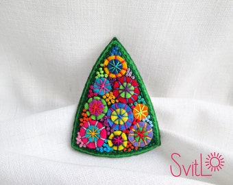 Christmas tree felt brooch Hand embroidery French knot textile jewelry Christmas gift idea for her Unique brooch Cute small christmas gifts