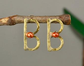 Pearl monogram earring, letter studs, orange pearl stud, gold initial stud, hammered jewelry, B earrings, personalized pendant, custom charm