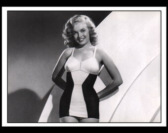 """Vintage Pinup Marilyn Monroe Sexy Pinup Wall Art Deco Double Sided Book Print 5"""" x 7"""""""