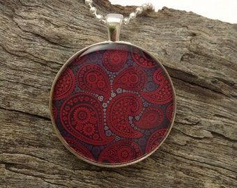 Resin necklace, pendant necklace, fashion jewellery