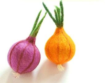 Felt Onion, Needle Felted Onion, Play Food, Felt wool vegetables, Needle felted vegetables, Pretend food felt, Kitchen play vegetables felt