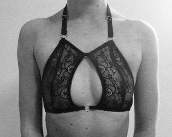 Soft cup key hole bra