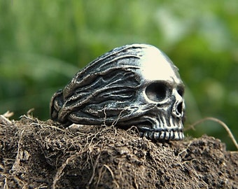 Vitae Mortem: Sterling Silver Death's Head Skull Ring