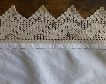 Vintage Linen Table Runner or Tray Cloth with Hand Crocheted Border 740x545mm