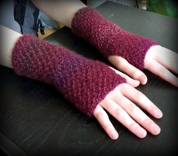 Arm Warmers Knitting Pattern Simple : Instant Download PDF Knitting Pattern, Marble Effect Wrist Warmers / Fingerle...