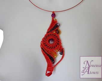 Necklace red collection micro-macrame circle and volutes