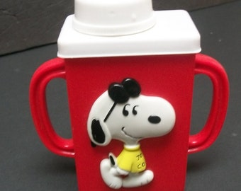 "1972 Snoopy  Vid's Vintage Juice Box  Holder Plastic Red And White 6"" Tall"
