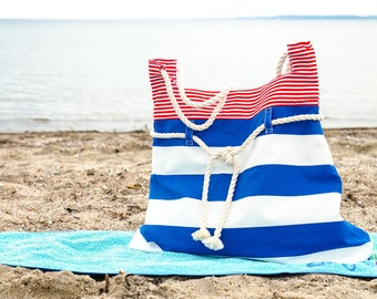 Amrum, die große Strandtasche in Maritime-Look. Blaue, weiße und rote Streifen. Griffe aus Baumwollseil.