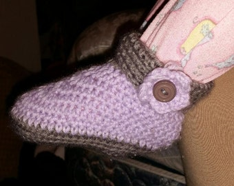 Aubri's Cuffed Flower Booties (Crochet)