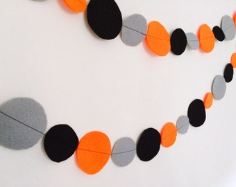 Halloween Garland made with large and small felt Circles - Halloween decoration, Circle Garland, Halloween Garland, Party decoration