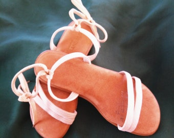 Boho type sandal.White/sand bands over toes and instep with laces  around heel. Suede padded insole with flat rubbery sole.SZ 8