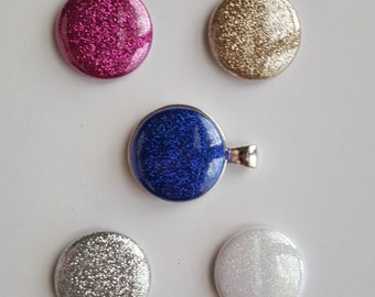 Magnetic Pendant with Five Glitter Magnets
