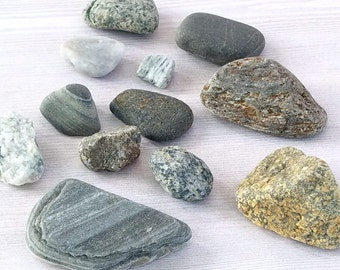 15 flat beach rocks smooth rocks pebble art rocks for Smooth stones for landscaping