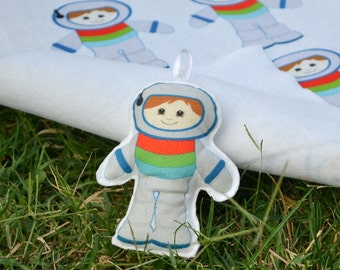 Felt Astronaut-Set of 2-Astronaut Ornaments-Felt Christmas Ornaments-Astronaut Key Chain-Astronaut keyring-Felted Ornament-Felt Astronaut