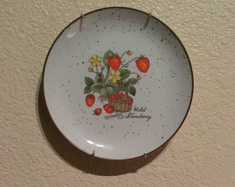 Wild Strawberry Stoneware Plate - Wall Hanging - Japan (1970s)