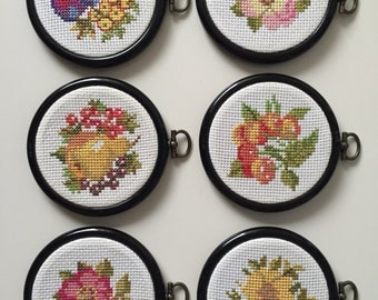 Vintage Swedish Wall Art // Cross stitch // Ready to hang // Hand made Needlepoint // Embroidery // Small wall hanging // Vintage décor