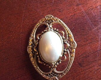 Gold and pearl brooch pin